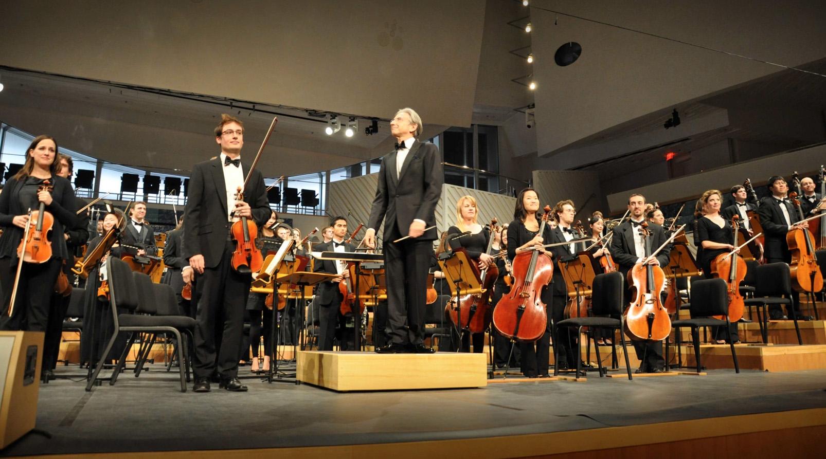 10_Michael Tilson Thomas + The New World Symohony Orchestra